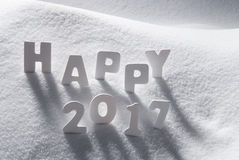 Text glückliches 2017 mit weißen Buchstaben im Schnee Lizenzfreies Stockbild
