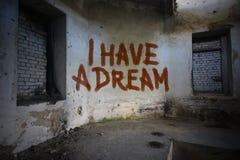 Text I haben einen Traum auf der schmutzigen alten Wand in einem verlassenen Haus Lizenzfreies Stockfoto