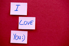 Text I love you on yellow sticky reminder note with textured backgroud Royalty Free Stock Photos