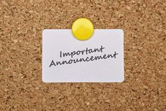 Text Important Announcement. On a sticker pinned on cork royalty free stock photography
