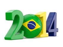 text 2014 med fotbollbollen och den Brasilien flaggan Fotografering för Bildbyråer