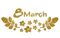 Text o 8 de março, flores pequenas agradáveis e folhas do brilho dourado no fundo branco Imagens de Stock