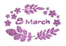 Text o 8 de março, flores pequenas agradáveis e folhas do brilho roxo no fundo branco Imagem de Stock Royalty Free