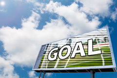 Text o OBJETIVO no placar conduzido, fundo do céu azul Imagens de Stock Royalty Free