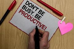 Text o sinal que mostra Don t para não ser ocupado Seja produtivo O trabalho conceptual da foto organiza eficientemente seu tempo fotos de stock royalty free