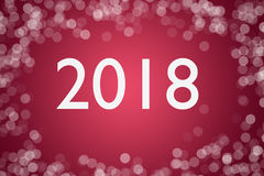 text 2018 på rosa bakgrund med bokeh för kort för lyckligt nytt år för design Royaltyfri Fotografi