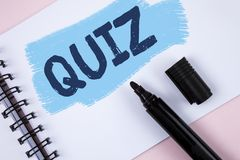 Text sign showing Quiz. Conceptual photo Short Tests Evaluation Examination to quantify your knowledge written on Painted Notepad. Text sign showing Quiz Stock Photography