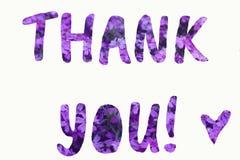 Text tackar dig gjorde av purpurfärgad sommarblommabakgrund arkivfoton