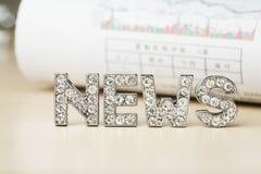 """Text von """"Nachrichten"""" mit Zeitung lizenzfreies stockbild"""