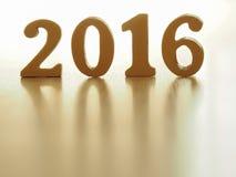 Text von Gold 2016, machen vom Holz Goldenes Jahr 2016 Dekoration des neuen Jahres, Text der Nahaufnahme 2016 Guten Rutsch ins Ne Stockbild