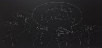 Texte écrit avec la craie sur le tableau noir : Égalité entre les sexes Image stock