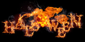 Texte brûlant de Halloween sur le fond noir Image stock
