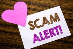 Texte conceptuel d'écriture de main montrant l'alerte de Scam Concept pour l'avertissement de fraude écrit sur le papier de note  Photo stock