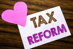 Texte conceptuel d'écriture de main montrant la réforme fiscale Concept pour le changement de gouvernement des impôts écrits sur  Images libres de droits