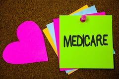 Texte d'écriture écrivant Assurance-maladie Concept signifiant l'assurance médicale maladie fédérale pour des personnes au-dessus Images libres de droits