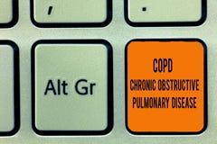 Texte d'écriture écrivant la bronchopneumopathie chronique obstructive de Copd Difficulté d'affection pulmonaire de signification photo libre de droits