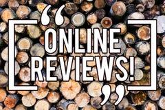 Texte d'écriture écrivant les commentaires en ligne Satisfaction d'avis de notation client d'évaluations d'Internet de significat photographie stock libre de droits