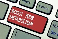 Texte d'écriture de Word amplifier votre métabolisme Concept d'affaires pour accélérer la panne du clavier de prise de calorie de image libre de droits
