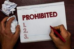 Texte d'écriture de Word interdit Le concept d'affaires pour quelque chose qui a été interdite a interdit l'homme rejeté restrein photo stock