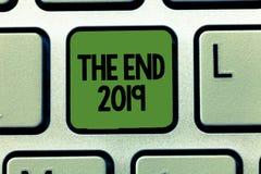 Texte d'écriture de Word la fin 2019 Concept d'affaires pendant des jours finaux de bonne année de célébration de 2018 résolution illustration de vecteur