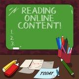 Texte d'écriture de Word lisant le contenu en ligne Le concept d'affaires pour extraire la signification à partir d'un texte numé illustration stock