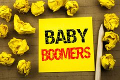 Texte d'écriture montrant des baby boomers Concept d'affaires pour la génération démographique écrite sur le papier de note colla Photo libre de droits