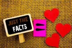 Texte d'écriture montrant juste les faits Concept honnête d'exactitude de fait de vérité de signification de concept pour réel fa Photographie stock
