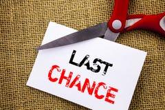 Texte d'écriture montrant la dernière occasion Fin conceptuelle de temps ou de date-butoir d'alerte d'annonce de photo écrite sur illustration stock