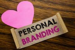 Texte d'écriture montrant le marquage à chaud personnel Concept d'affaires pour le bâtiment de marque écrit sur le papier de note Photo libre de droits