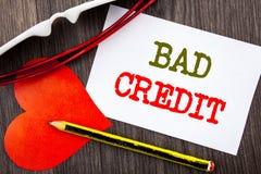 Texte d'écriture montrant le mauvais crédit Concept d'affaires pour le score pauvre d'estimation de banque pour l'emprunt écrit s Photographie stock libre de droits