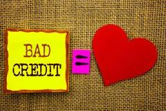 Texte d'écriture montrant le mauvais crédit Concept d'affaires pour le score pauvre d'estimation de banque pour l'emprunt écrit s Images libres de droits