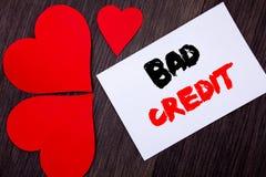 Texte d'écriture montrant le mauvais crédit Concept signifiant le score pauvre d'estimation de banque pour l'emprunt écrit sur la Images stock