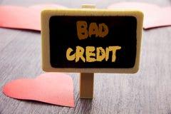 Texte d'écriture montrant le mauvais crédit Photo d'affaires présentant le score pauvre d'estimation de banque pour l'emprunt écr Images stock