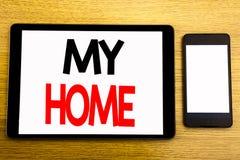 Texte d'écriture montrant ma maison Concept d'affaires pour l'amour de domaine de Chambre écrit sur l'ordinateur portable de comp Photo libre de droits