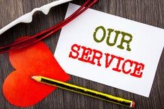 Texte d'écriture montrant notre service Concept d'affaires pour le concept d'aide de soutien de vente de client aidant votre clie Photos stock