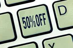 Texte 50 d'écriture  Remise de signification de concept de cinquante pour cent au-dessus du dégagement de vente de promotion de p photographie stock libre de droits
