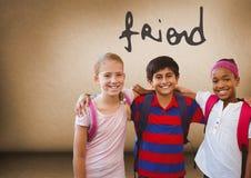 Texte d'ami et amis d'enfants ensemble dans la chambre vide Images libres de droits