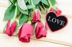 Texte d'amour dans l'étiquette en bois Image stock