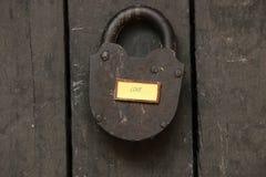 Texte d'amour et vieux cadenas Photos stock