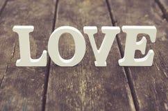 Texte d'amour sur le fond en bois Photo libre de droits