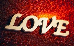 Texte d'amour sur le fond rouge brillant Images stock