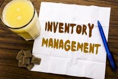 Texte d'annonce d'écriture montrant la gestion des stocks Concept d'affaires pour l'approvisionnement courant écrit sur le papier photos stock