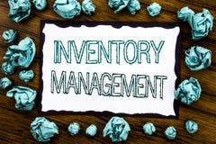 Texte d'annonce d'écriture montrant la gestion des stocks Concept d'affaires pour l'approvisionnement courant écrit sur le papier photo stock