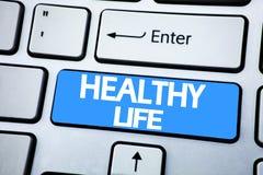 Texte d'annonce d'écriture montrant la vie saine Concept d'affaires pour la bonne nourriture biologique écrite sur la clé rouge s images libres de droits