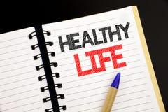 Texte d'annonce d'écriture montrant la vie saine Concept d'affaires pour la bonne nourriture biologique écrite sur le bloc-notes  images stock