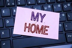Texte d'annonce d'écriture montrant ma maison Concept d'affaires pour l'amour de domaine de Chambre écrit sur le papier de note c Photos libres de droits