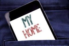 Texte d'annonce d'écriture montrant ma maison Concept d'affaires pour le téléphone portable de téléphone écrit par amour de domai Photographie stock