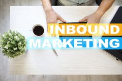 Texte d'arrivée de vente sur l'écran virtuel Concept d'affaires et de technologie Photographie stock
