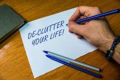 Texte d'?criture ?crivant la vie de De Clutter Your La signification de concept enl?vent les articles inutiles de d?sordonn? ou s photos libres de droits