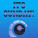Texte d'?criture de Word il S dimanche Concept d'affaires pour le jour de la semaine entre le repos de samedi et de lundi dans la illustration de vecteur